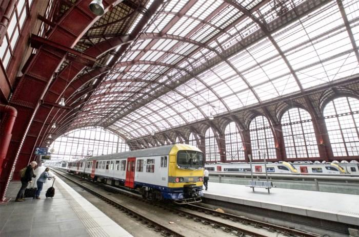 Man uit Zwijndrecht die dreigde met aanslag in Centraal Station wordt opgepakt