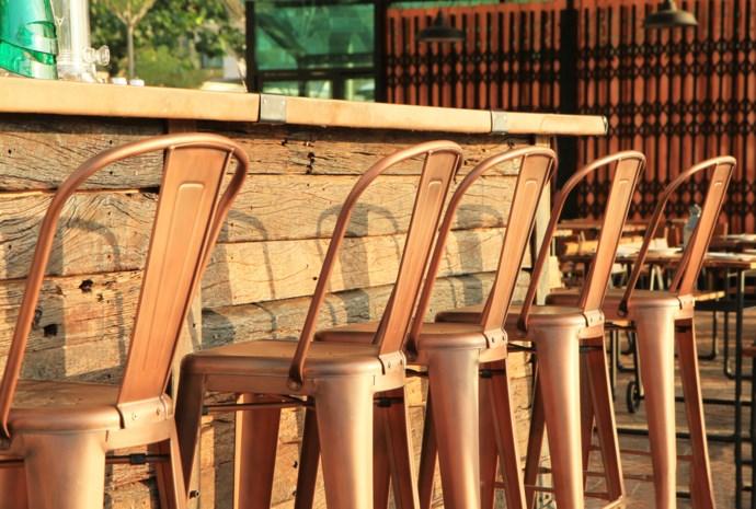 """Culinaire site heeft het niet voor populaire stoelen: """"Ze zijn koud, hard en ongeschikt voor mensen"""""""