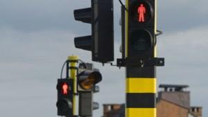 Weyts wil aantal verkeersdoden doen dalen … door quiz te spelen aan rode lichten