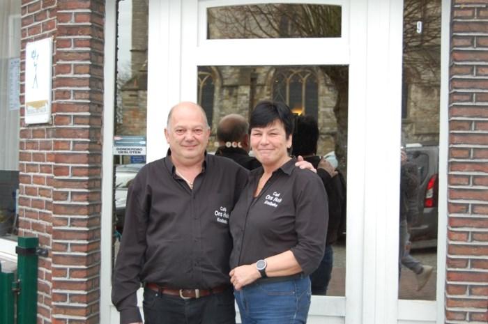 Guido en Erika zwaaien  na 19 jaar Ons Huis uit