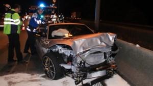 """Tanja Dexters en vriend laten gecrashte Jaguar achter na ongeval op E313: """"Geen sprake van vluchtmisdrijf"""""""