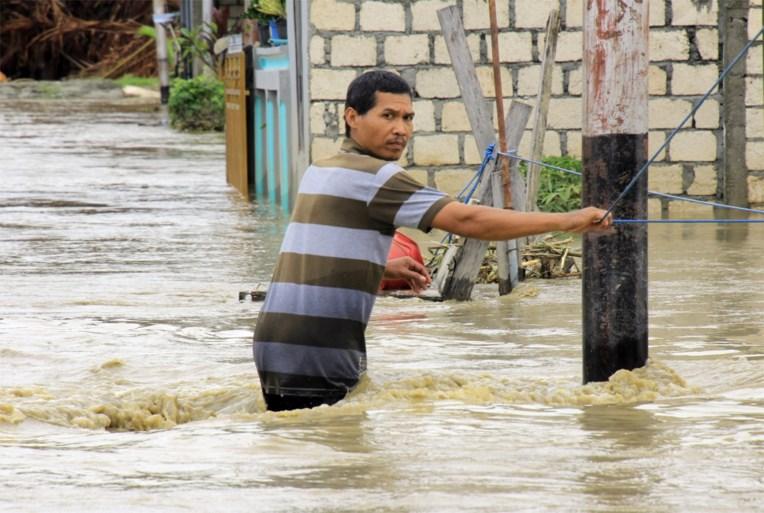 Al zeker 92 doden door noodweer in Indonesië