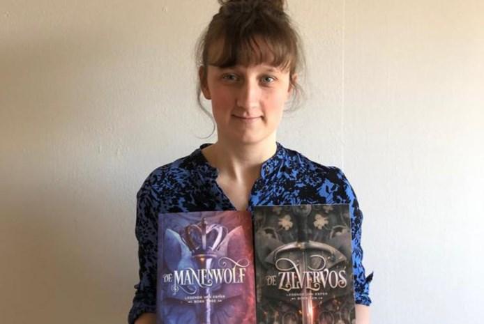 Joke De Meyer (26) brengt met 'De Manenwolf' tweede jeugdroman uit