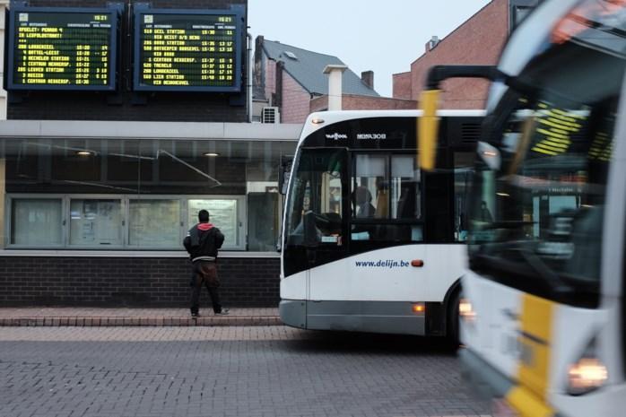 Politie controleert 305 reizigers op bussen: negen zwartrijders, vijf in bezit van drugs en één geseinde persoon