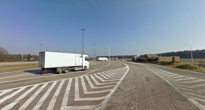 220 transmigranten gesmokkeld via snelwegparking: negen verdachten vrijgelaten na ontbreken van tolken