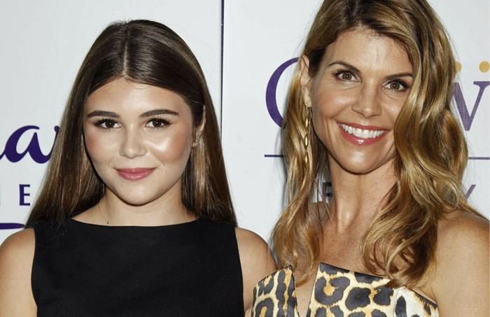 """Dochter """"Full House""""-actrice woedend op haar moeder na omkoopschandaal: """"Ze verwoestte mijn toekomst als influencer"""""""