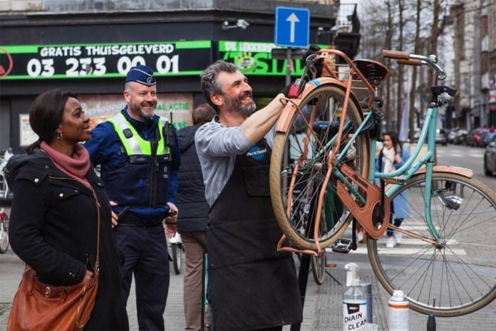 Politie vat handtassendief tijdens fietsactie in Nationalestraat