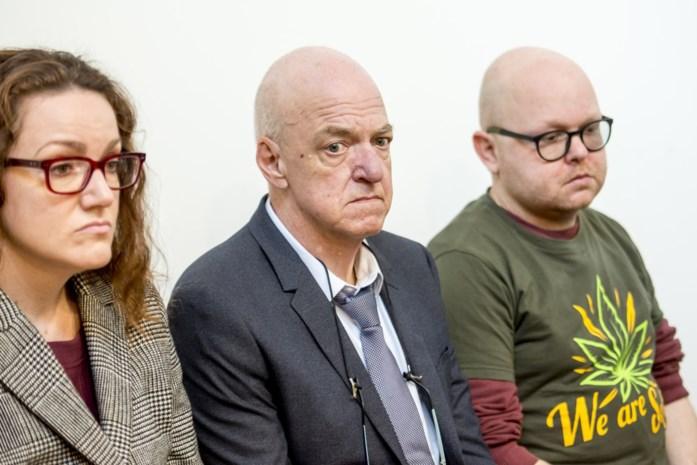 """Man uit Merksem riskeert straf voor bereiden cannabisolie: """"Hij redde het leven van mijn dochter, nu riskeert hij de cel"""""""