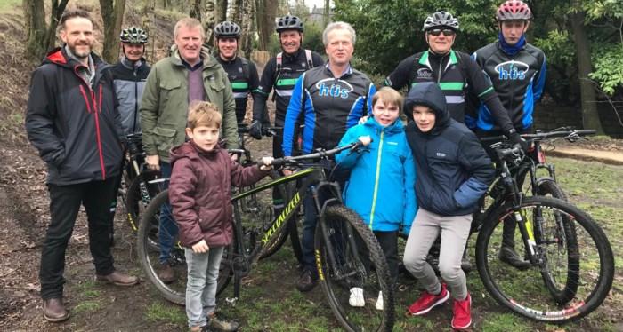 """Zieke kinderen inspireren mountainbikers tot heldentocht: """"Onze spieren pijnigen voor Lander en Ward"""""""