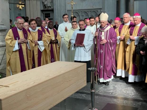 """De Kesel gaat """"zonde van het misbruik"""" niet uit de weg tijdens afscheid van kardinaal Godfried Danneels: """"Wees genadig, Heer"""""""