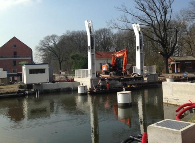 Kanaaldijk vier dagen afgesloten voor plaatsing nieuwe ophaalbrug