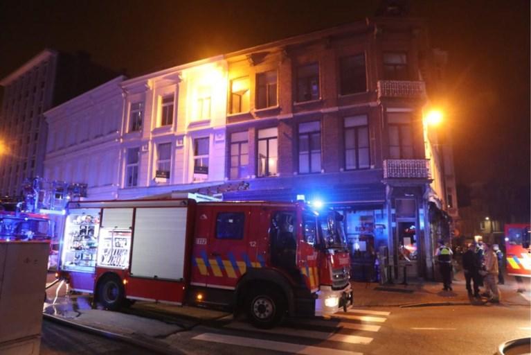 Brand boven zaak aan de Oudaan: alle bewoners op tijd geëvacueerd
