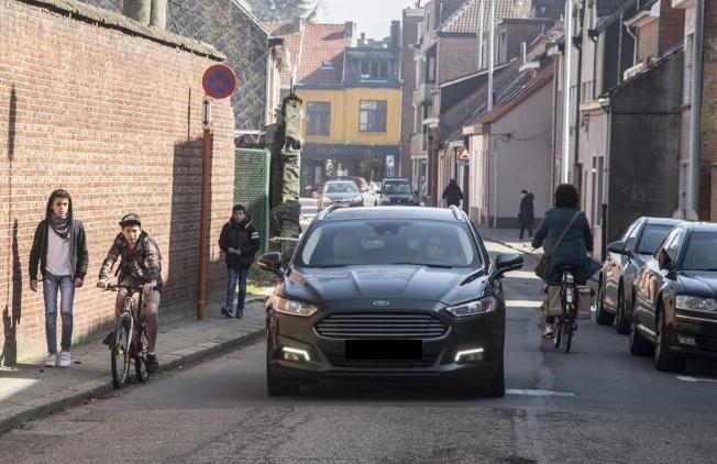 Gaten in wegdek, gevaarlijke stoepen en dansende kasseien: versleten straten wachten op meerjarenplanning