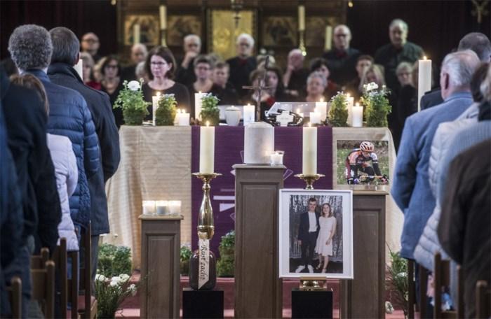 """Sereen afscheid van jonge wielrenner Stef Loos in volle kerk: """"Koers nu maar verder, vriend"""""""