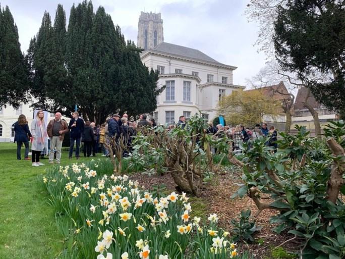 """Kardinaal De Kesel stelt zijn prachtige tuin open voor publiek: """"Voor mij alleen is hij een beetje groot"""""""