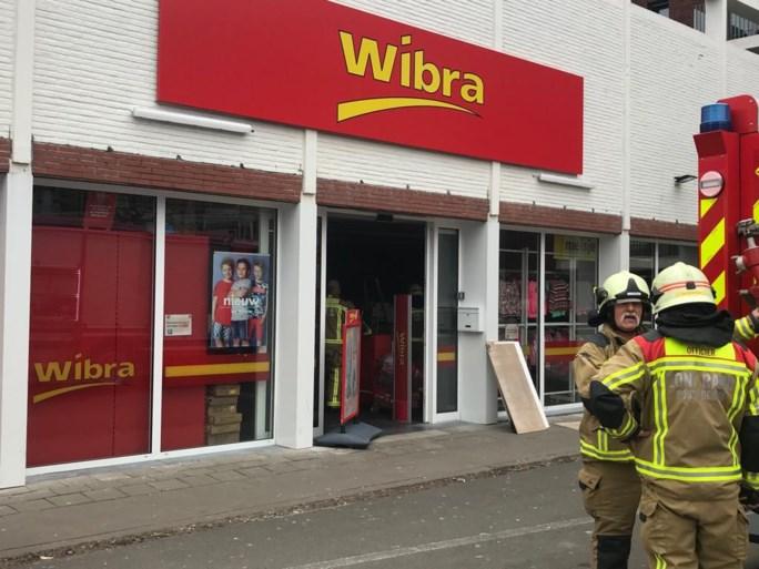 Brandweer rukt uit voor smeulende tl-lamp in Wibra-vestiging Mortsel