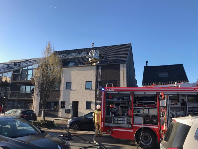 Schade aan dak na hevige brand