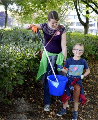 """Straatvrijwilligers worden in de bloemetjes gezet: """"Ik blijf vuil ruimen tot in de kist"""""""