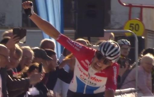 Indrukwekkende Mathieu van der Poel soleert naar zege in GP Denain