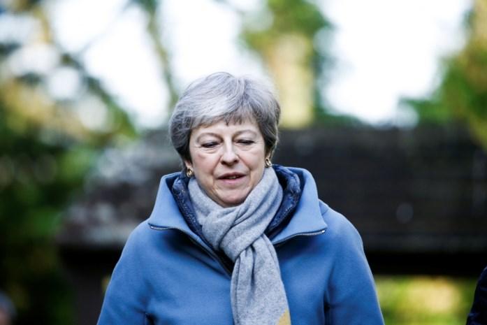 Britse premier Theresa May nodigt ministers en vooraanstaande parlementsleden uit voor crisisberaad