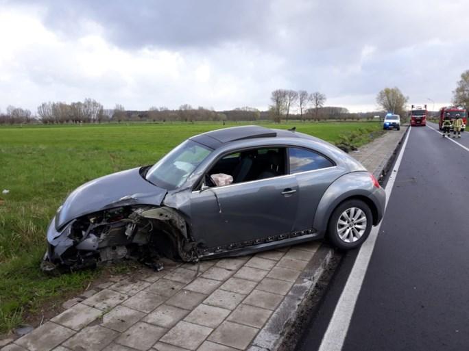 Drie lichtgewonden bij botsing tussen terreinwagen en tegenligger