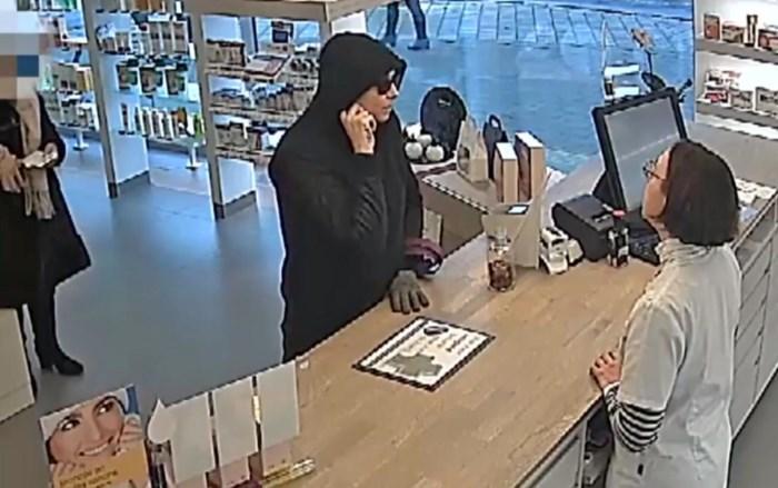 Politie zoekt (wellicht) vrouw die apotheek heeft overvallen