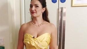 Britse operazangeres mag niet optreden in deze jurk