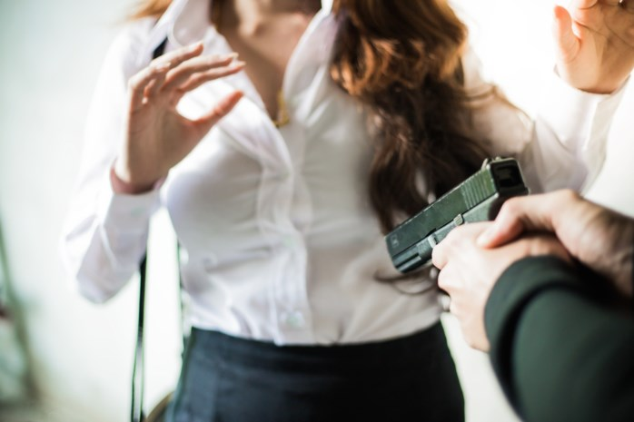 Man gijzelt koppel en tienermeisje in Eigenbrakel en opent vuur op politie