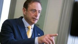 """Bart De Wever haalt uit naar """"pretpedagogie"""" van katholieke onderwijskoepel"""