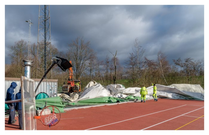 Nadat vorige is gescheurd in storm: sporthal krijgt nieuwe ballon om in te sporten