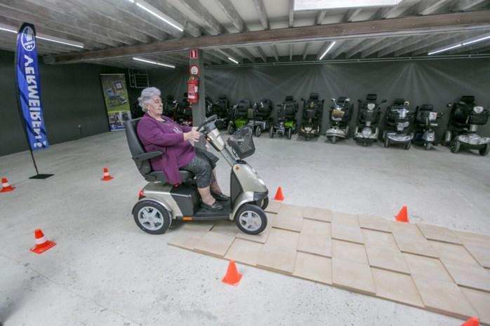 Uw krant en testpiloot Maria (79) keuren eerste oefenparcours voor scootmobiels van het land
