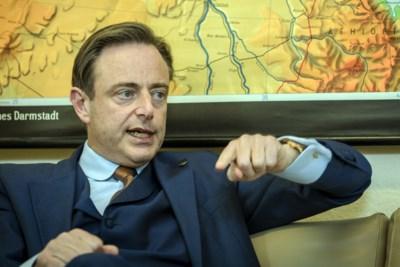 """Bart De Wever haalt uit: """"Wouter Beke lijkt door razernij gebeten"""""""
