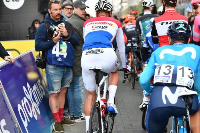 'Not done' in het peloton: witte broek Van der Poel en andere vestimentaire twijfelgevallen