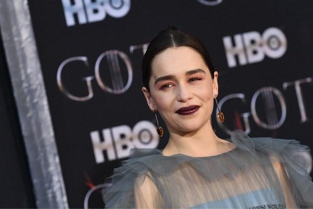 Emilia 'Daenerys' Clarke deelt foto's vanop ziekenhuisbed na hersenoperaties