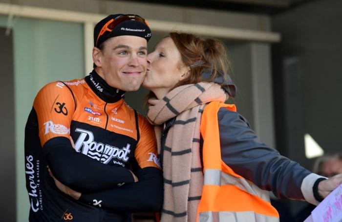 "Renner Stijn Steels wereldberoemd na kus met Linde Merckpoel: ""In Rusland meer dan 2 miljoen keer bekeken"""