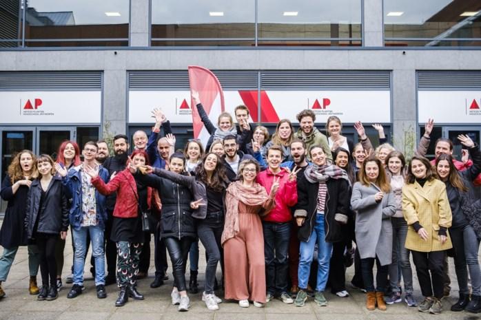 """Uitwisselingsstudenten interviewen """"onzichtbare"""" kwetsbare Antwerpenaren"""