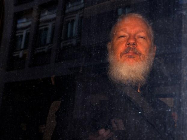 Julian Assange opgepakt: zeven jaar veilig, tot president van Ecuador gehackt werd