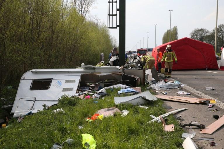 Twee doden bij ongeval op E313 in Ranst, rijbaan vrijgemaakt