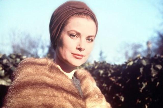Dior brengt een ode aan Grace Kelly met tentoonstelling
