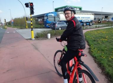 """Buurtbewoners eisen conflictvrije verkeerslichten: """"Al twee fietssters verloren hun been op dit kruispunt"""""""