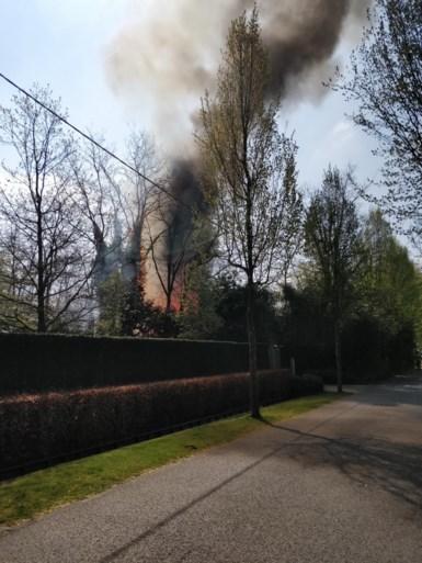 Brand zorgt voor grote rookpluim in Schoten