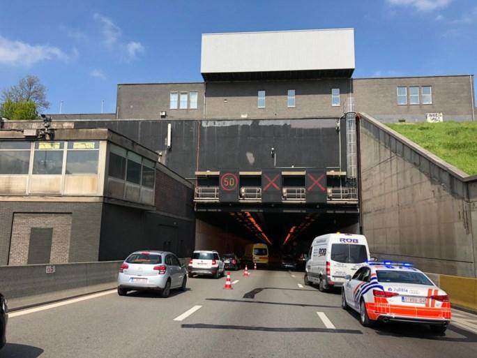 Ongeval met blikschade in Kennedytunnel: lange file vanaf Merksem