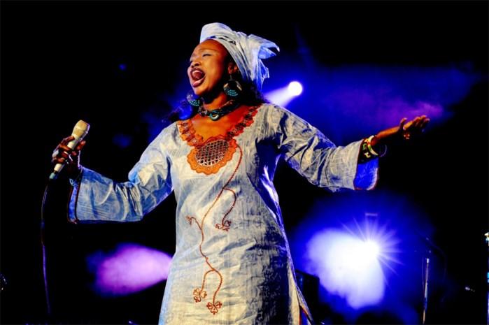 Sterzangeres Oumou Sangaré brengt het beste van Afrika naar De Roma