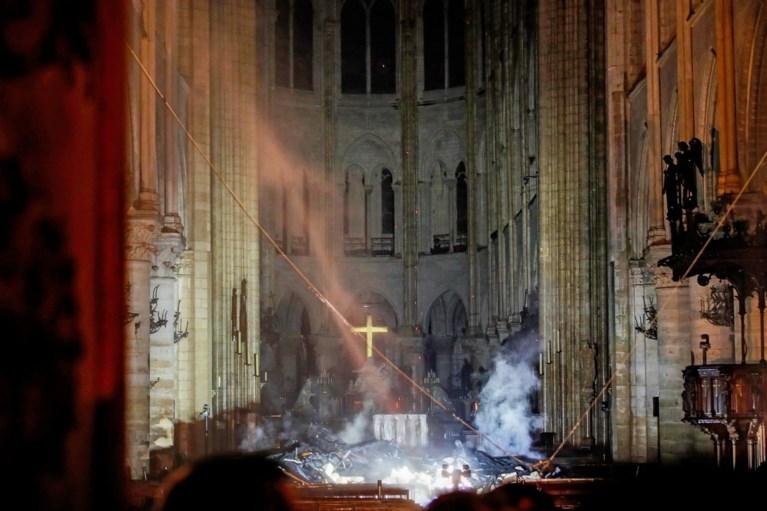 Beelden tonen hoe zwaar de Notre-Dame beschadigd is