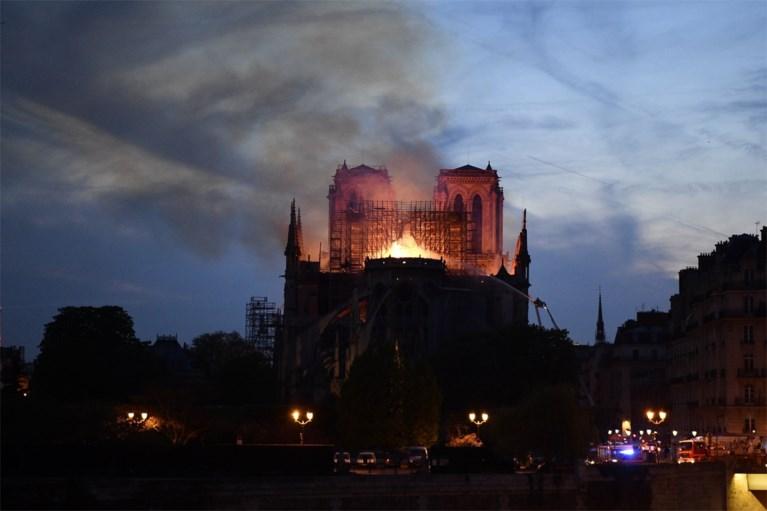 Dit weten we al over de verwoestende brand in de Notre-Dame in Parijs