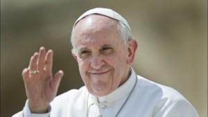 """Paus dankt hulpverleners """"die zich met risico voor eigen leven ingezet hebben"""" bij brand Notre-Dame"""