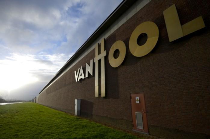 """Van Hool werft nieuwe mensen aan na maand van sociale onrust: """"We slaan de handen in elkaar met vier voetbalclubs"""""""
