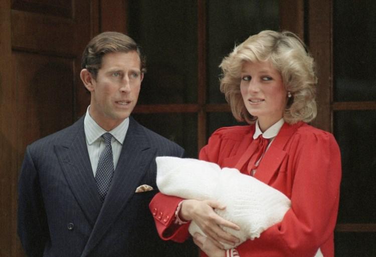ROYALS. De Queen gaat op zwier met haar kleinkind. En onduidelijkheid over Instagram Harry en Meghan