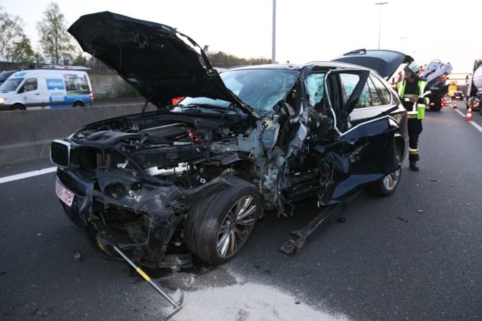 Verkeershinder door ongeval op E19: auto rijdt in op vrachtwagen