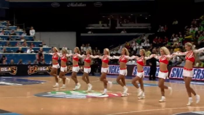 Dit cheerleadersteam is te zien op de Final Four in Sportpaleis